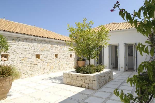 Villa Kioni